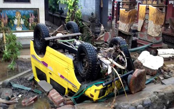 Endonezya'daki tsunami böyle görüntülendi! Ölü sayısı artıyor