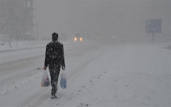 Hakkari'de okullar tatil mi? Kar etkisini artırıyor