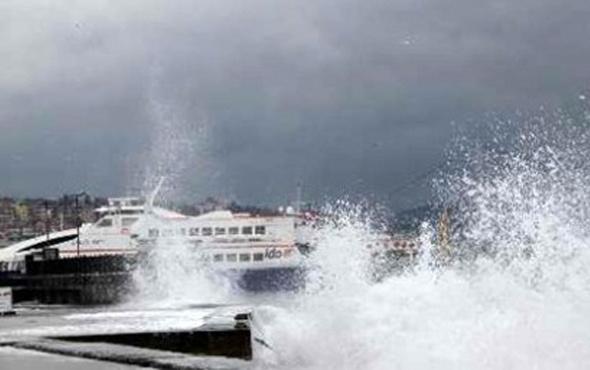 Fırtına hayatı felç etti! İDO ve BUDO'da sefer iptalleri