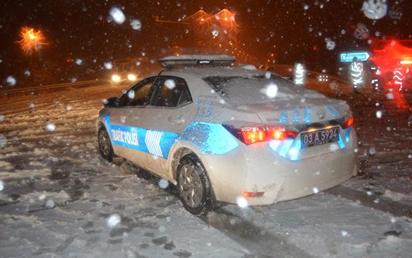 Afyonkarahisar-Antalya kara yolu kar yağışı nedeniyle kapandı