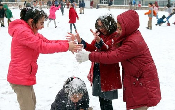 Sivas'ta kar yağışı nedeniyle okullar tatil edildi