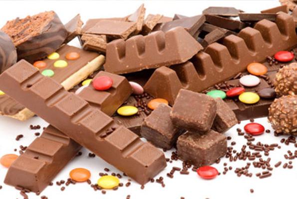 Çikolata cips ve şeker reklamları artık yasak