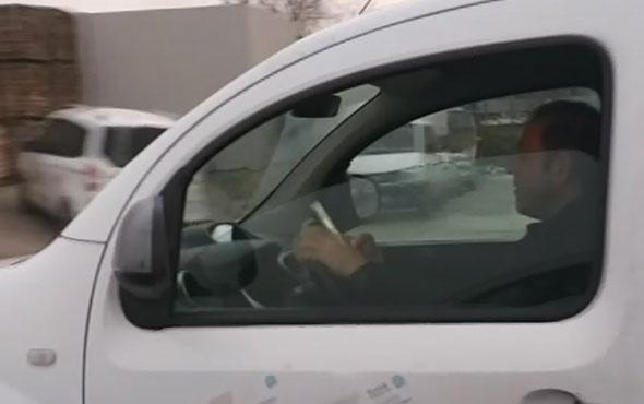 Seyir halinde telefonda oyun oynayan sürücü şok etti