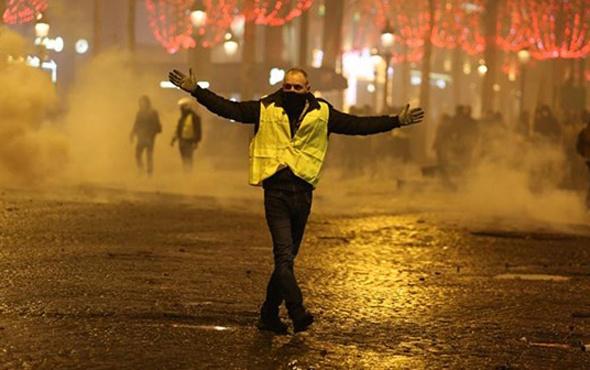 Fransa'da akaryakıt zamları iptal edildi