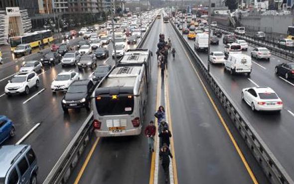 Metrobüs yine arızalandı! İstanbulluların çilesi bitmiyor