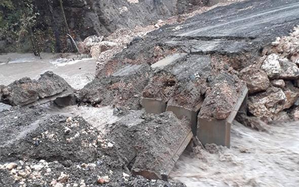 Mersin'de yağış nedeniyle menfez köprü çöktü