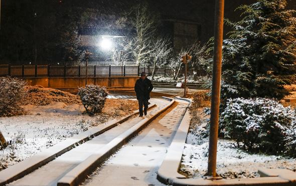 Ankara'da mevsimin ilk karı düştü