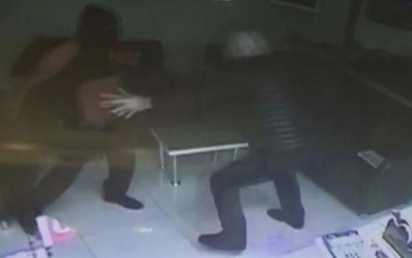 Kuyumcu soyguncuyu işte böyle etkisiz hale getirdi