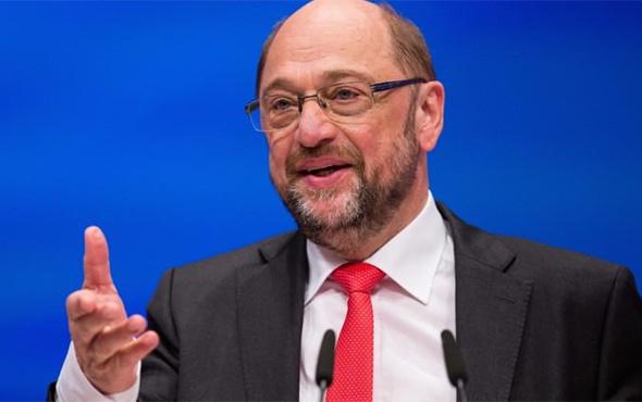 SPD Genel Başkanı Schulz görevinden istifa etti!