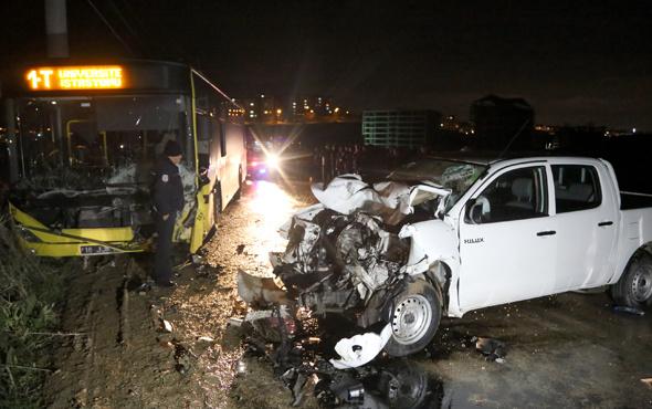 Bursa'da belediye otobüsü ile kamyonet çarpıştı: 1 ölü 2 yaralı