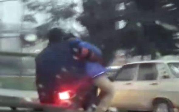 Çocuğun motosikletten sarkıtılarak götürülmesi pes dedirtti
