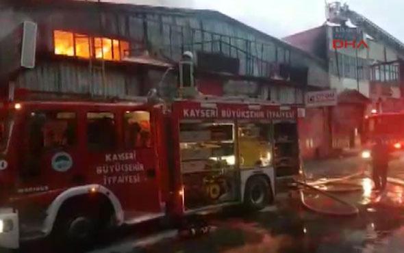 İstanbul'da yangın! AVM boşaltıldı