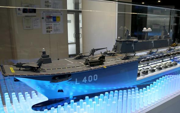 İlk milli uçak gemisi 'TCG Anadolu' görüntülendi