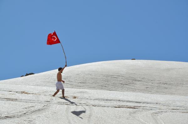 Ünlü türkücü Hakkari'de dağa çıktı kanayan yaraya parmak bastı!