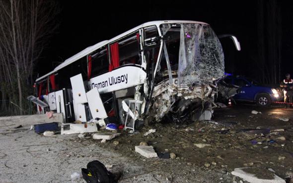 Yolcu otobüsü duvara çarptı ölü ve yaralılar var