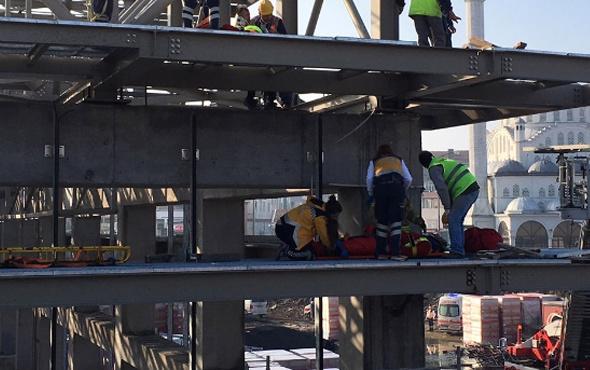 İşçiler feci şekilde çatıdan düştü! Yaralılar var
