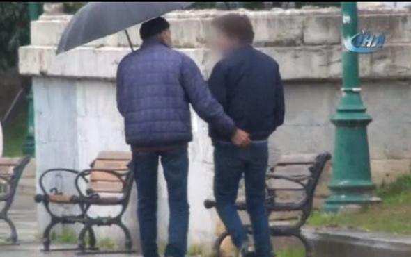 Yaşlı adam lise öğrencisine... Taksim'de iğrenç anlar kamerada