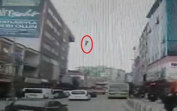 6 katlı binadan ölüme böyle atladı!