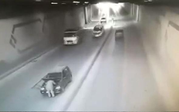 Yol ortasında durdu, arkadan çarpan araçla karşı yola savruldu