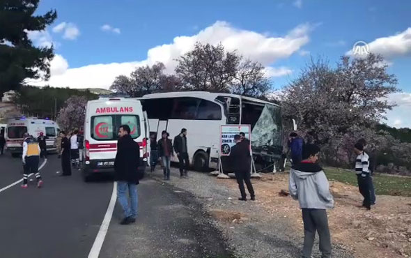 Öğrencileri taşıyan otobüsün freni patladı: 20 yaralı