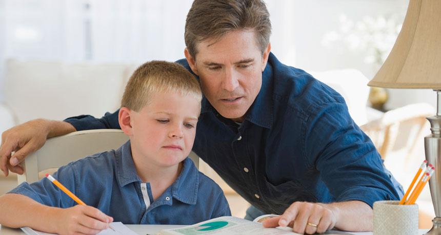 Çocukların ev ödevlerine yardım etmeli mi?
