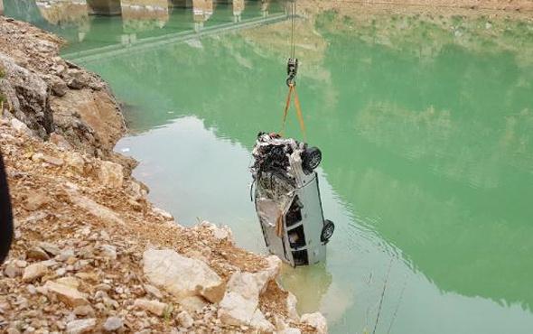 Baba ve iki oğlunun cenazesi 30 metre derinden çıkarıldı