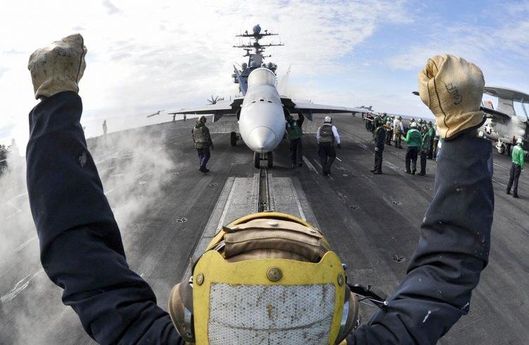 ABD uçak gemisine bakın! Amerika Suriye savaşı için bunu yolladı - Sayfa 4