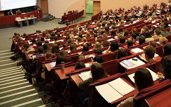 30 Nisan üniversiteler tatil mi pazartesi tatil açıklaması