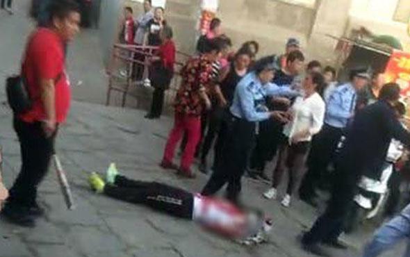Dehşete düşüren görüntüler! Bıçakla öğrencilere saldırdı 7 ölü