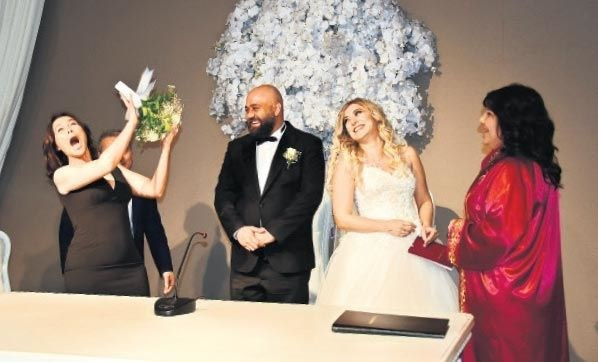 Hülya Avşar'dan şaşırtan sözler: Evlenmem aşkımı yaşarım - Sayfa 1