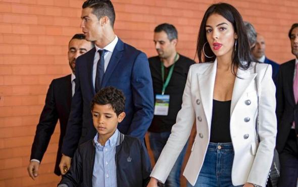 Ronaldo'dan sevgilisine büyük jest!