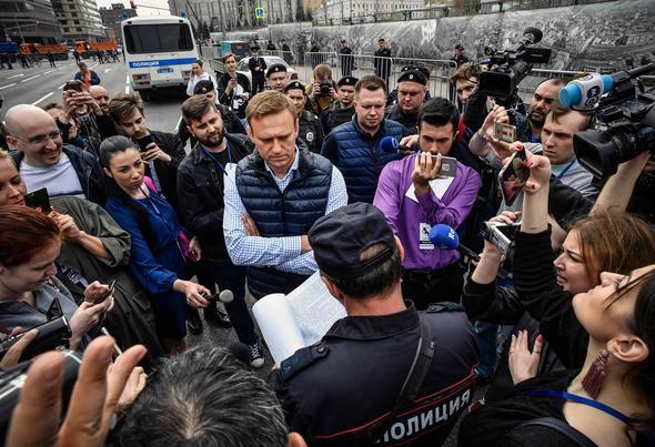 Popüler uygulama yasaklandı! Rusya sokağa söküldü