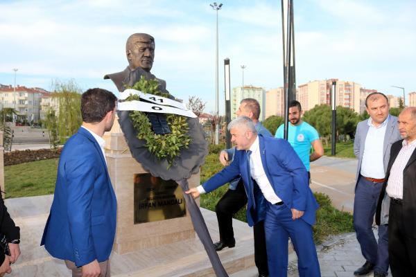 CHP'li belediye başkanı parka kendi büstünü yaptırdı! - Sayfa 1