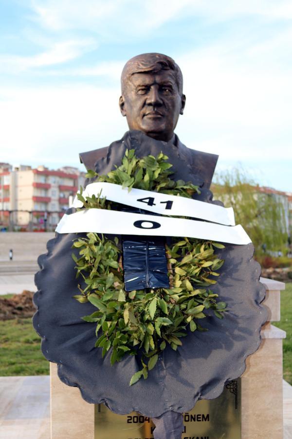 CHP'li belediye başkanı parka kendi büstünü yaptırdı! - Sayfa 3
