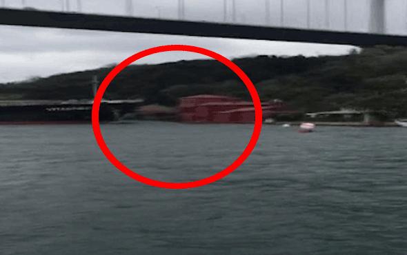 İstanbul Boğazı'nda gemi yalıya böyle çarptı