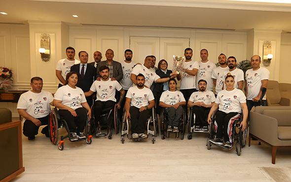 Başkan Şahin şampiyon takımı ağırladı!