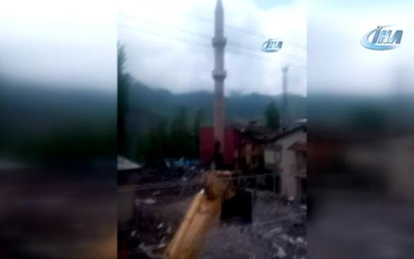 Beytüşşebap'ta 60 yıllık cami ve minaresi yıkıldı