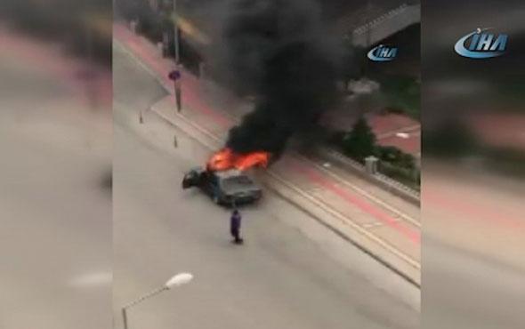 Korku dolu anlar! Adliye'nin önünde aracını ateşe verdi...