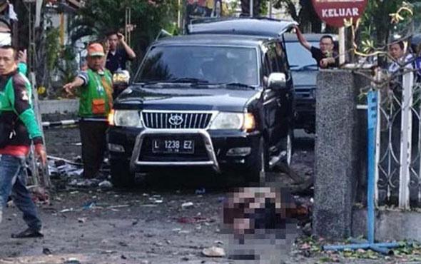 Endonezya'da 3 kiliseye intihar saldırısı! Kan gölüne döndü...