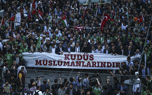 Binler Taksim'de, İsrail'e lanet yağdı