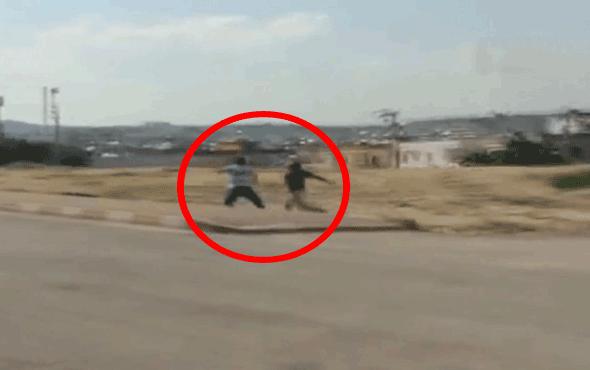 Kendisini dolmuşa bindirmeyen şoförü bıçakla kovaladı!