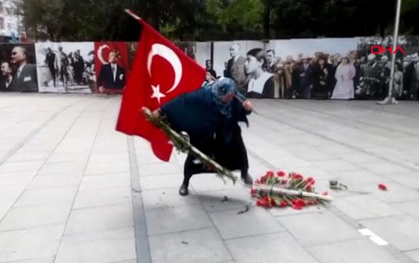 Atatürk anıtındaki HDP çelengini parçaladı, CHP çelengini devirdi!