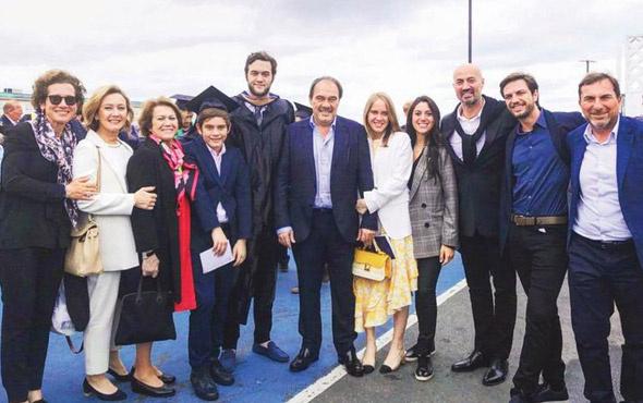 Demirören ailesinin mezuniyet sevinci