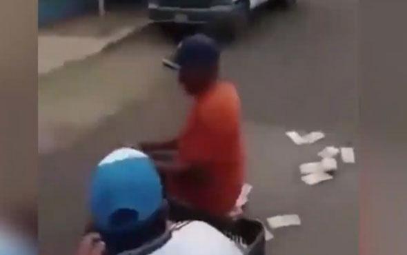 Çuval dolusu parayı sokağa döktüler! O ülke kan ağlıyor