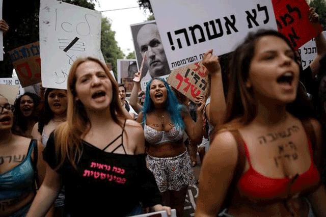 Çıplak protesto! Binlerce kadın sokaklara döküldü