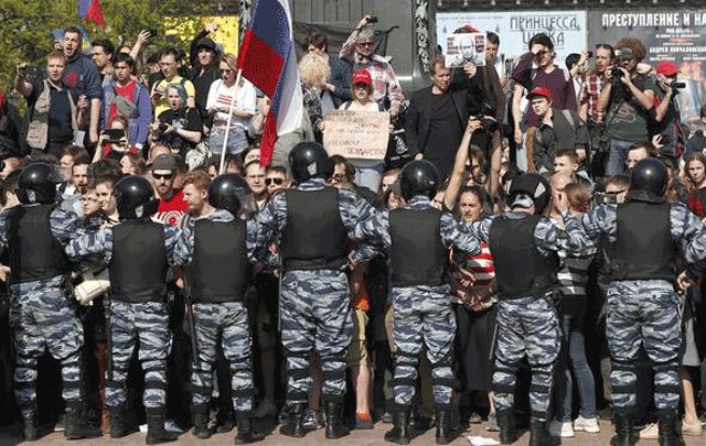 Rusya fena karıştı! Polisten sert müdahale