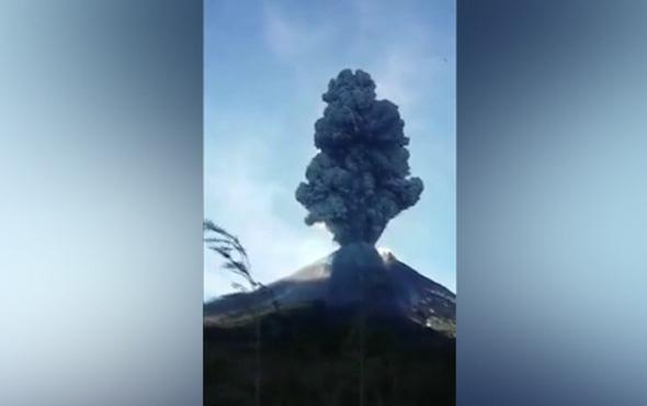 Endonezya'daki Merapi Yanardağı patladı!