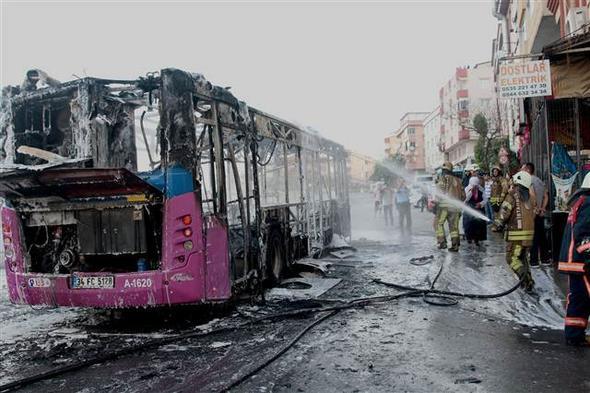 İstanbul'da faciadan dönüldü! Halk otobüsünün içinden çıkan şeye bak - Sayfa 2