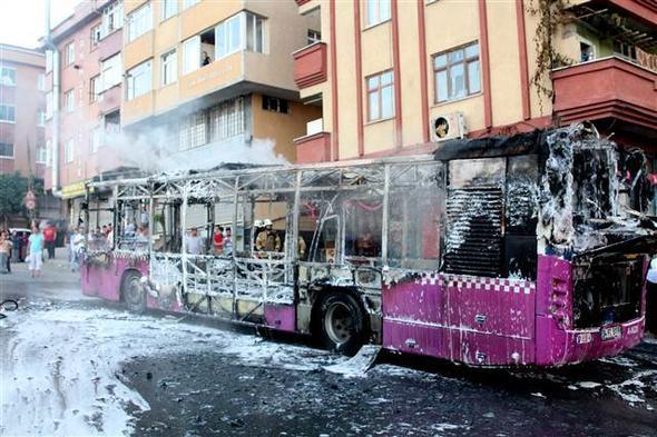 İstanbul'da faciadan dönüldü! Halk otobüsünün içinden çıkan şeye bak - Sayfa 4
