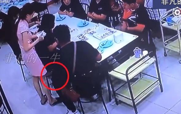Sapık güvenlik kamerasında...Garson kızı böyle taciz etti!